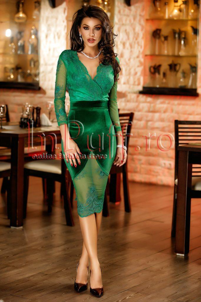 Rochie de ocazie verde mulata pe corp realizata din catifea si dantela Atmosphere