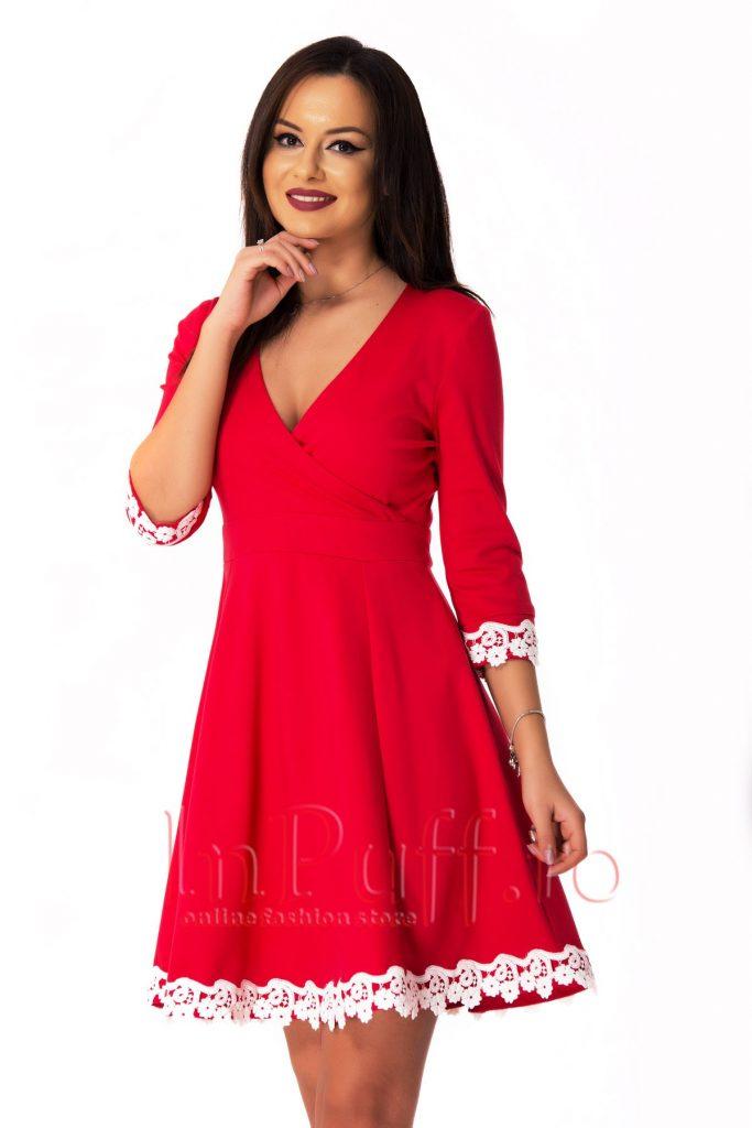 Rochie rosie din bistrech cu decolteu in V accesorizata cu broderie alba MBG