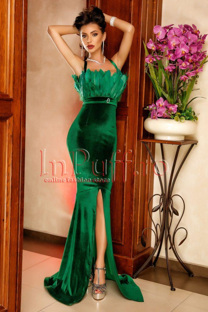 Rochie Lunga Eleganta Pentru Seara Din Catifea Verde Si Brosa In
