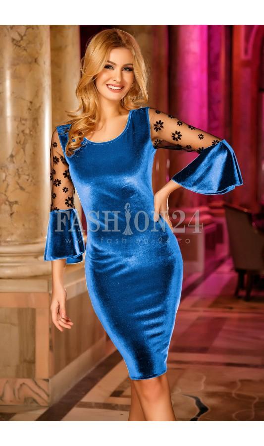Rochie albastru deschis din catifea cu maneci trei sferturi Madalyn Blue
