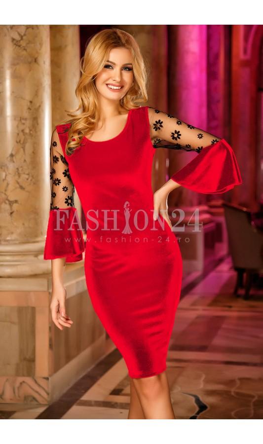 Rochie rosie eleganta din catifea cu maneci trei sferturi Madalyn Red