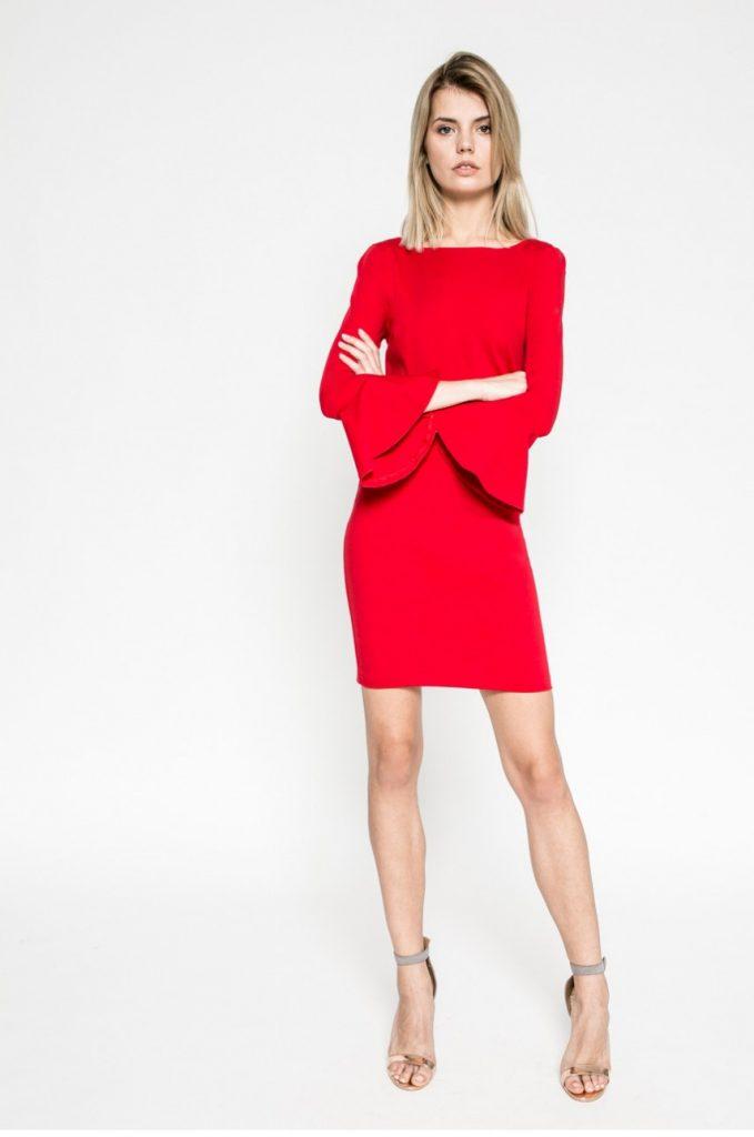 Rochie rosie scurta eleganta cu maneca lunga si decolteu barcuta Kiss my dress