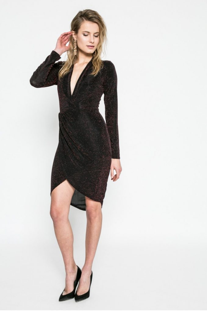 Rochie de seara scurta neagra mulata pe corp cu Decolteu suprapus Kiss my dress