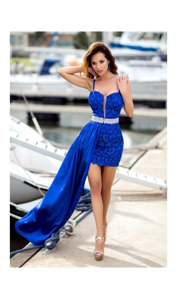 Rochie albastra foarte scurta cu trena din voal, talia marcata, bust in forma de inima si bretele subtiri Elisa