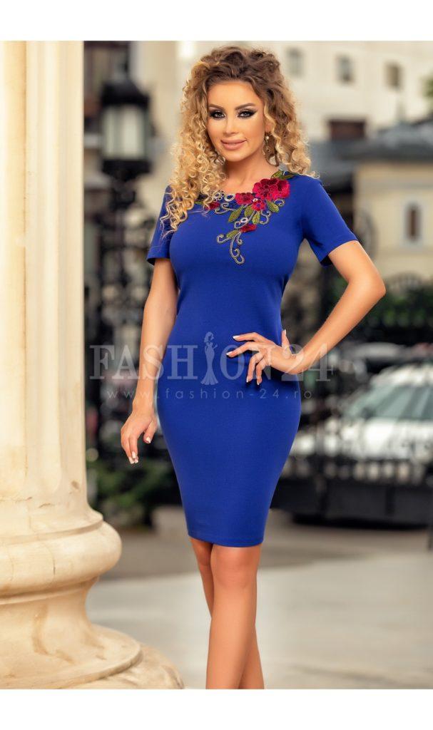 Rochie albastra midi office de zi sau de ocazie cu broderie florala la decolteu si maneci scurte