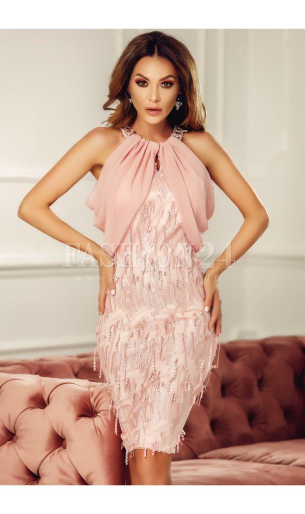 Rochie roze de seara superba si eleganta cu voal la bust si aplicatii decorative