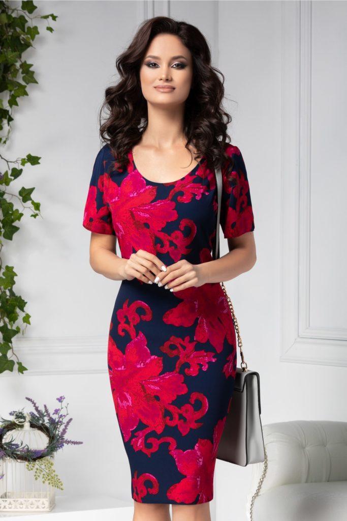 Rochie bleumarin vaporoasa cu decolteu oval feminin si flori mari rosii Ania