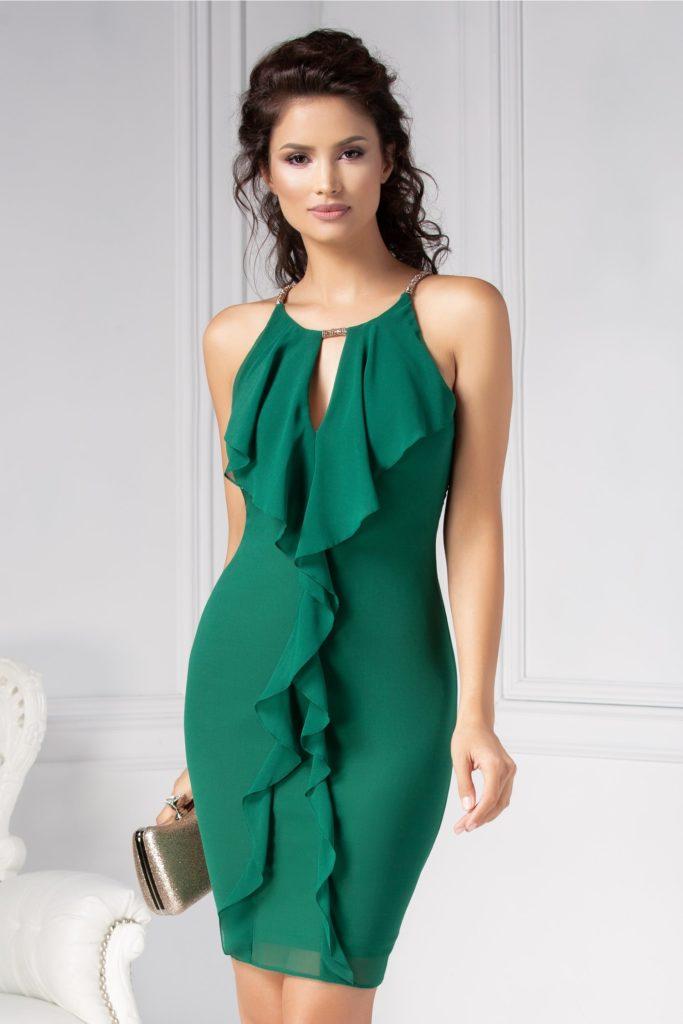 Rochie eleganta verde pentru ocazie cu volanase si accesorizata cu strasturii aurii pe guler si umeri Ginette
