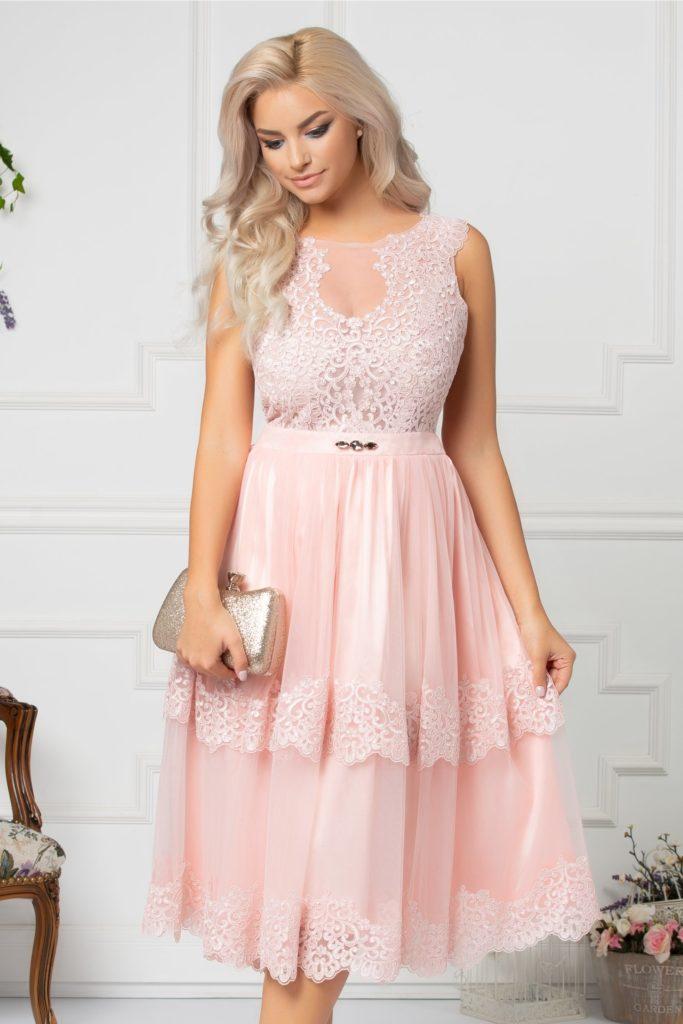 Rochie roz din tull diafan cu broderie florala si cristale in talie LaDonna Viky de ocazie
