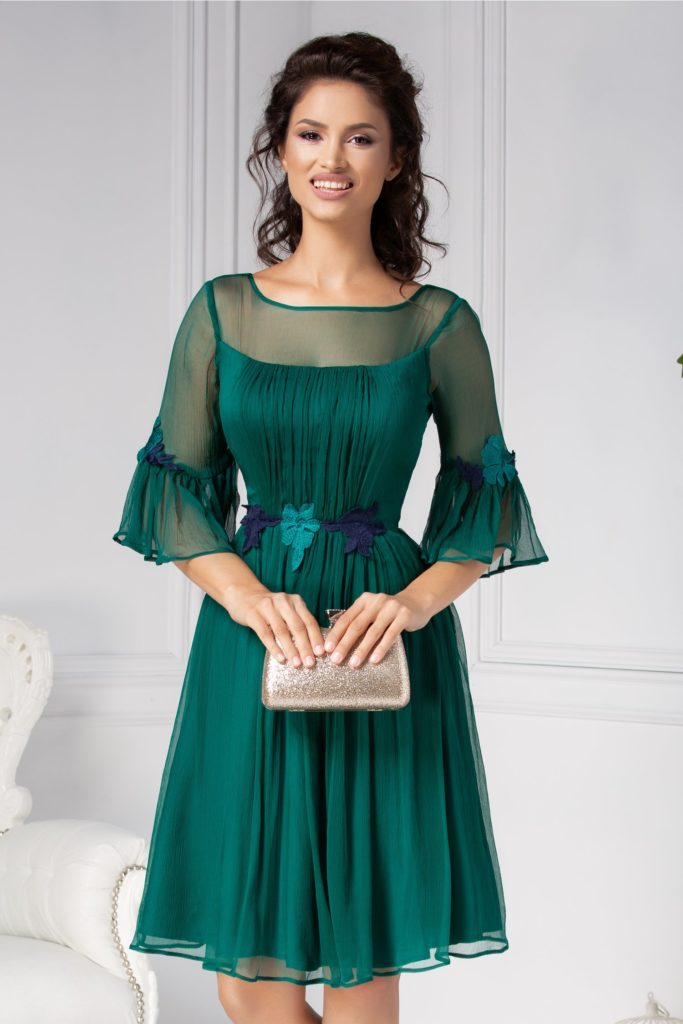 Rochie verde eleganta realizata din matase naturala accesorizata cu broderie florala in talie si voal pe bust si spate Leonard Collection