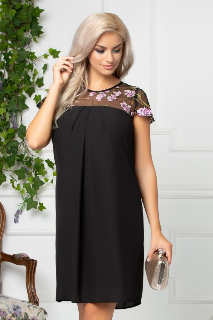 Rochie din voal negru cu bustul si spatele decupate si accesorizate cu tull fin si broderie florala 3D mov cu fir vernil Moze