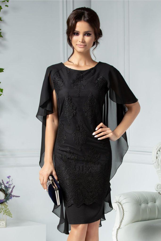 Rochie neagra eleganta cu croiala dreapta din voal si broderie florala maxi si o capa vaporoasa asimetrica peste umeri Pandora