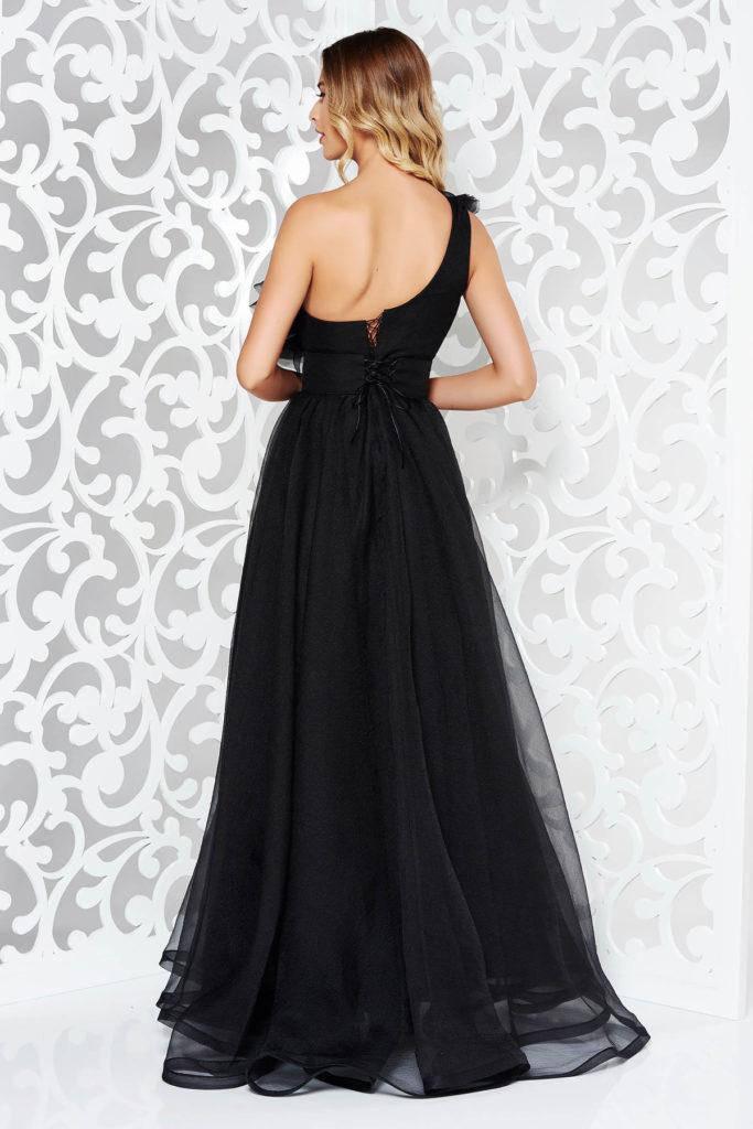 Rochie neagra lunga de lux Ana Radu stil printesa din tul cu volanase pe umar