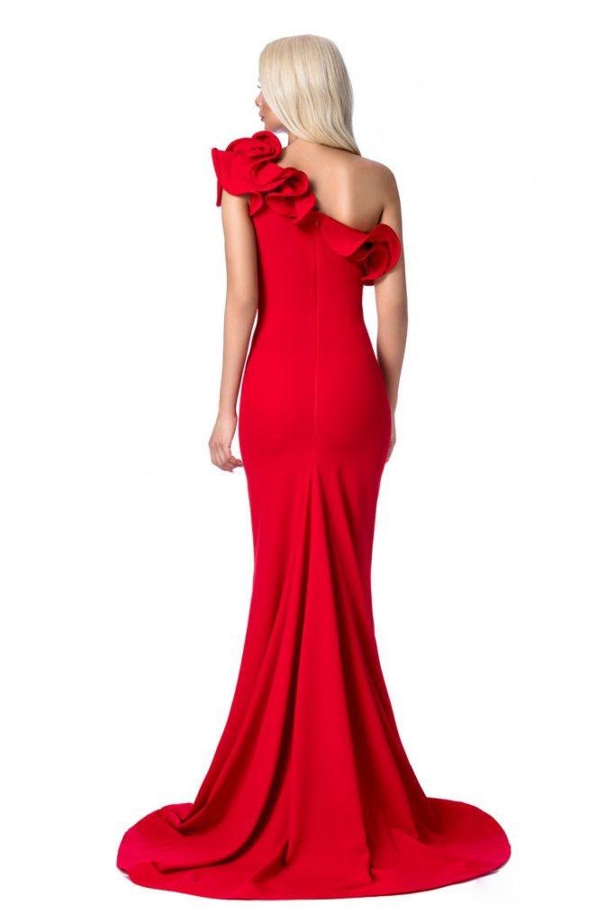 Rochie rosie de lux lunga cu design asimetric tip sirena si jocuri de volume maxi in zona bustului Ana Radu