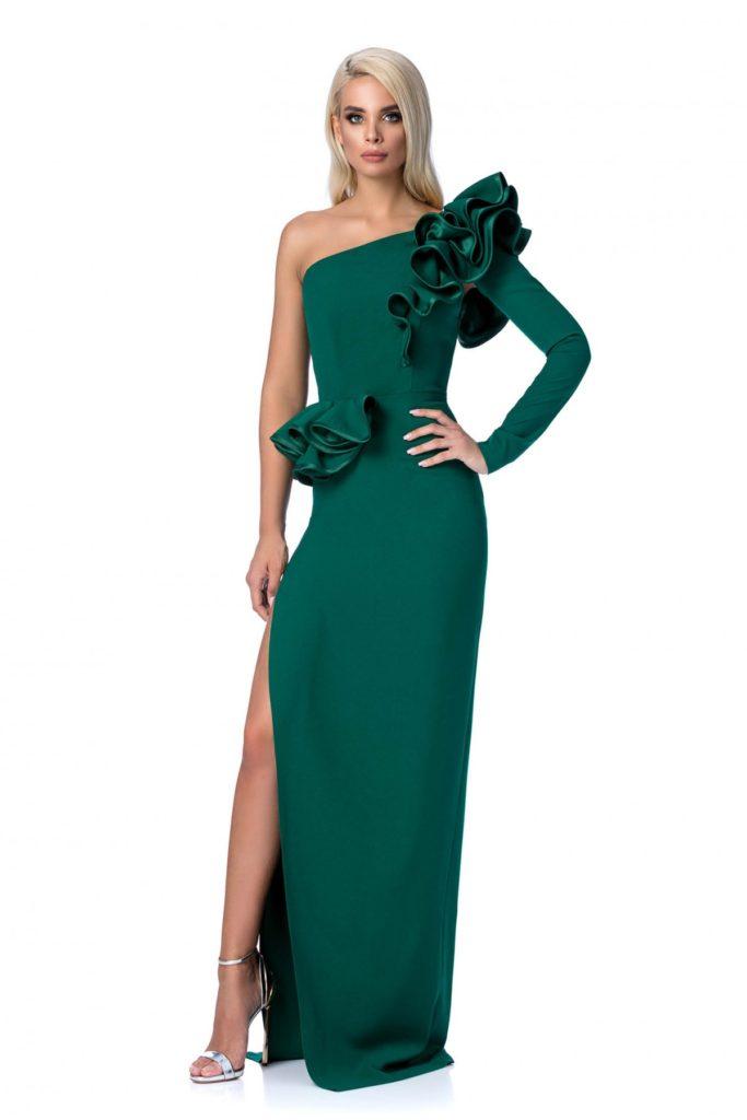 Rochie lunga verde de lux pentru seara marca Ana Radu mulata pe corp cu un design in stil sirena