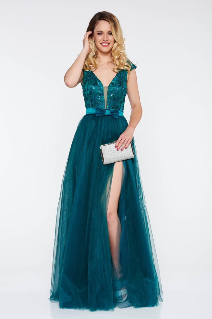Rochie lunga de seara verde fara maneci cu bust buretat si spatele decupat in V cu aplicatii florale cu efect 3d Artista