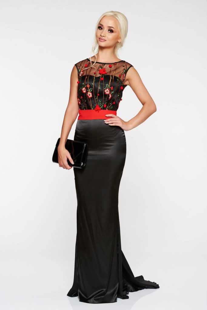 Rochie lunga neagra de seara stil sirena cu spate decupat din material satinat cu corset si insertii de broderie PrettyGirl