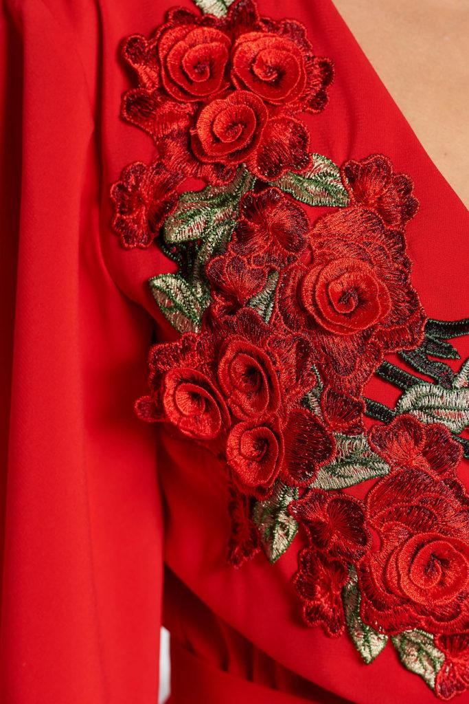 Rochie lunga rosie sofisticata de seara din voal fluid cu maneci largi si insertie de broderie in zona bustului StarShinerS