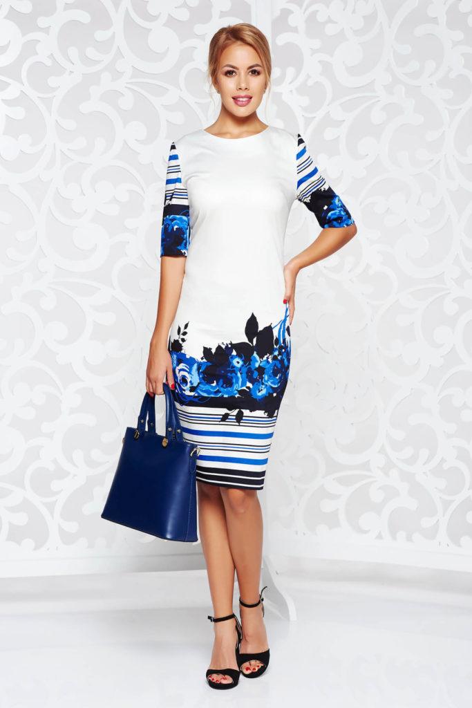 Rochie alba cu print floral albastru roial intr-o croiala stil creion potrivita pentru tinute de office sau de ocazie