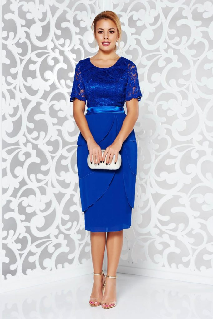 Rochie albastra de nunta sau de seara realizata din voal fin in combinatie cu bust de dantela din bumbac cu model floral