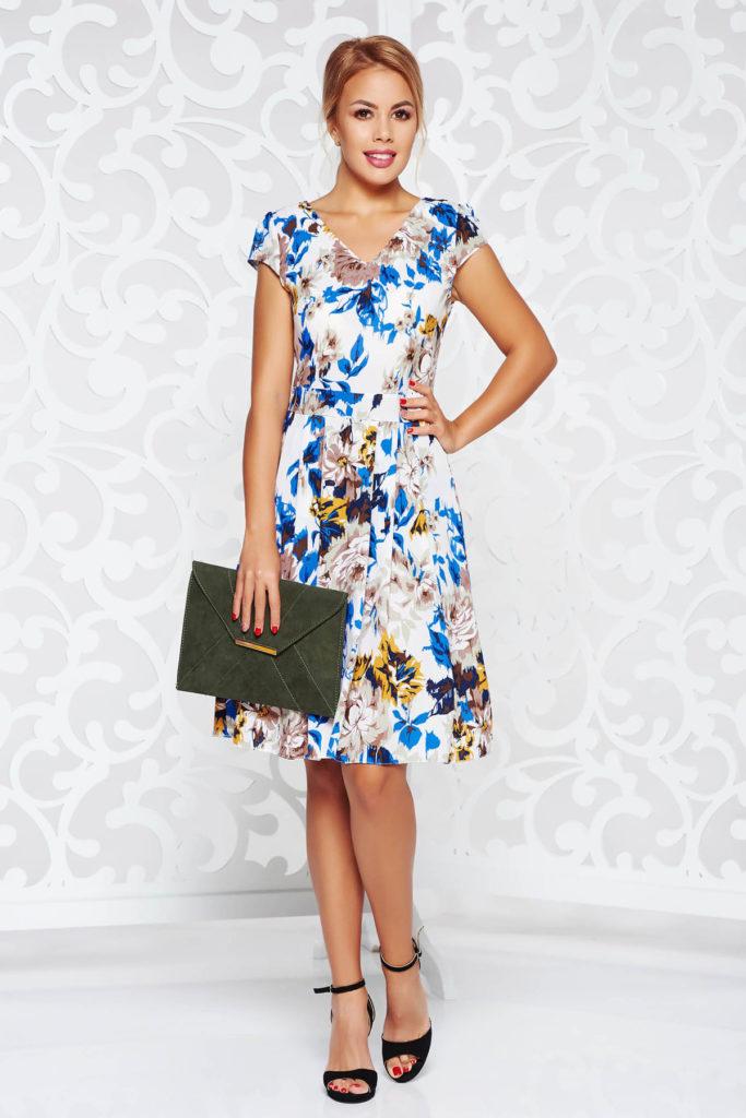 Rochie de zi albastra din material vaporos cu imprimeuri florale pentru un aspect diafan