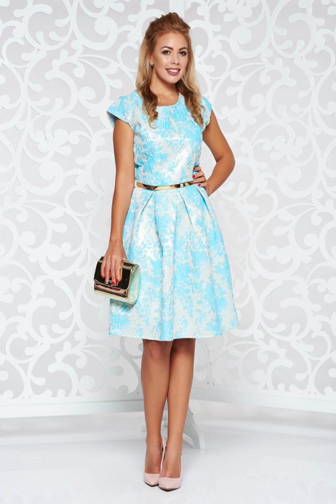 Rochie feminina scurta albastra deschis de ocazie din jaquard cu model floral delicat si maneci scurte tip capac