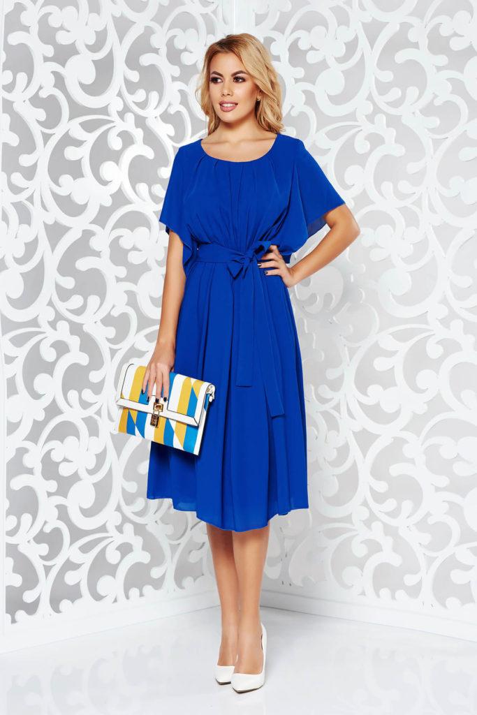 Rochie albastra eleganta de ocazie din voal subtire cu decolteu rotunjit decorat cu pliuri si cordon textil ce evidentiaza talia
