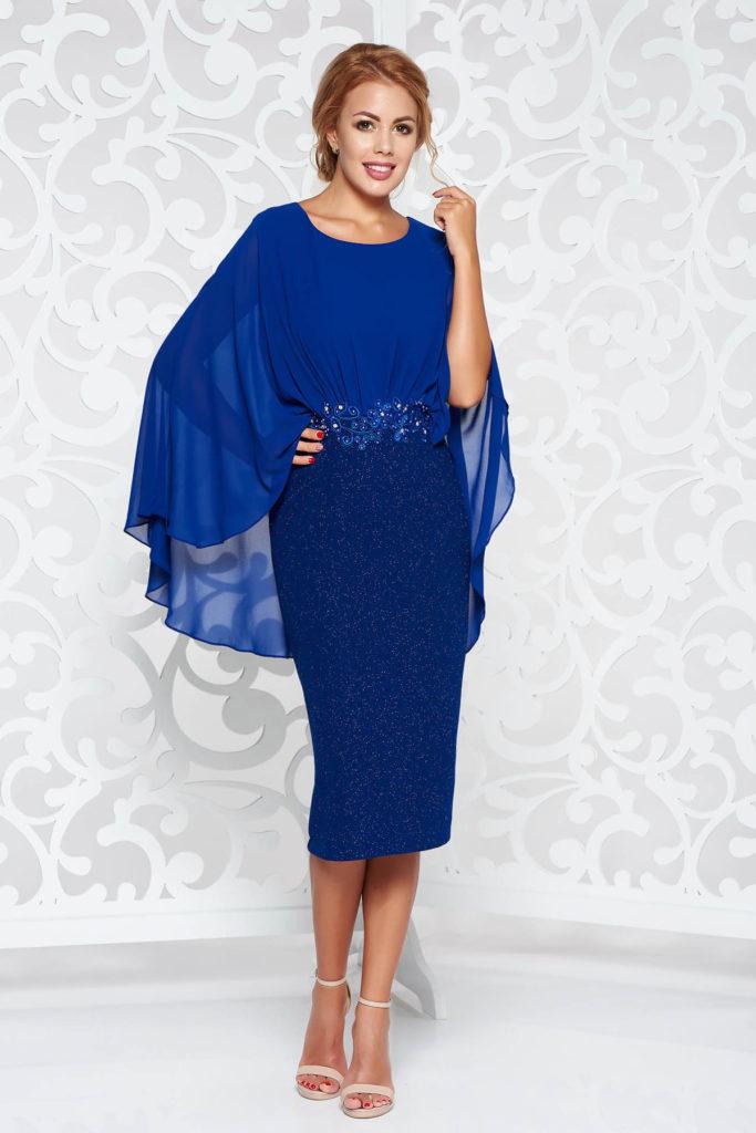 Rochie albastra de seara cu aplicatii de dantela si margele croita pentru doamne plinute cu forme