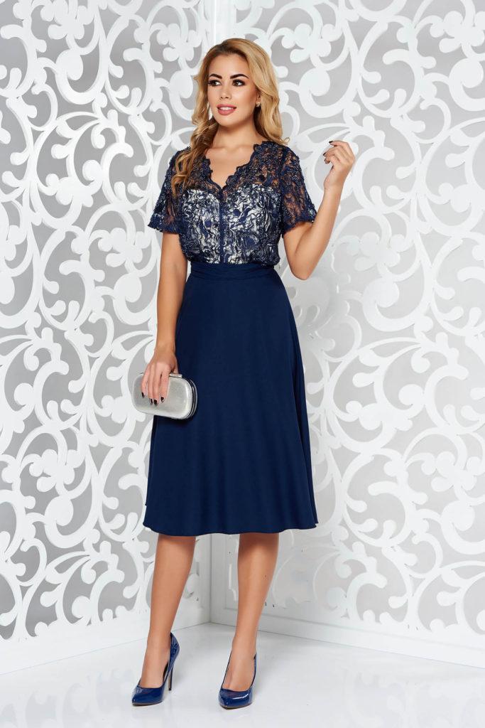 Rochie albastra inchis cu maneca scurta de ocazie cu aplicatii cu margele si bust din dantela cu model floral