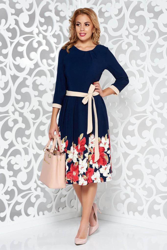 Rochie bleumarin cu imprimeu floral de zi eleganta si practica din tesatura usoara cu decolteu rotund