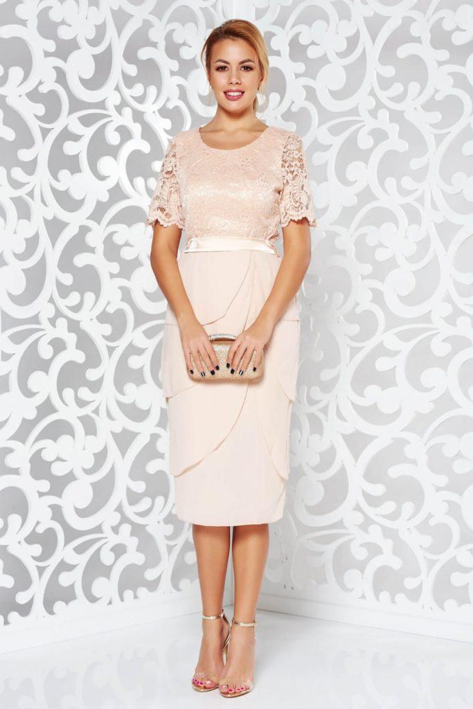 Rochie crem de nunta sau de seara realizata din voal fin in combinatie cu bust de dantela din bumbac cu model floral