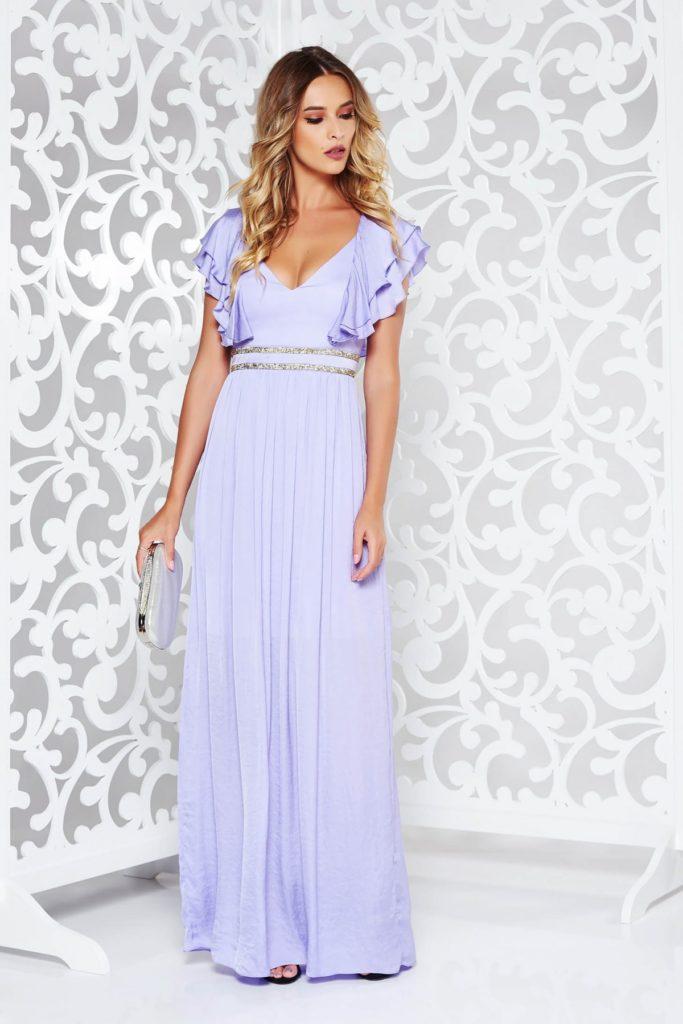Rochie lunga de seara lila din material satinat cu benzi decorative stralucitoare si decolteu in V
