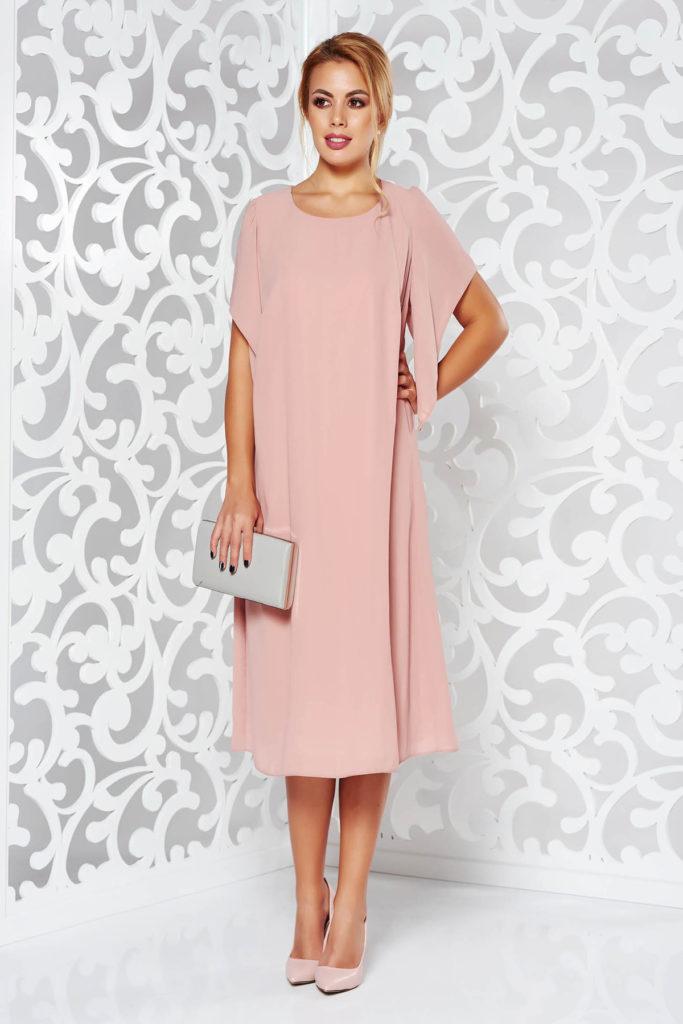 Rochie roz din voal vaporos pe captuseala din jerse subtire cu o croiala larga pentru femei plinute