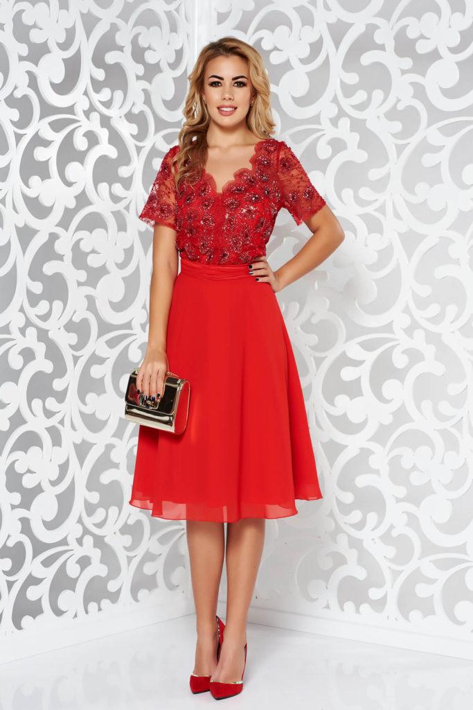 Rochie scurta rosie de Craciun din voal cu tull si bust din dantela cu model floral cu pietricele si margele