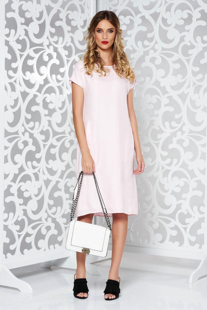 Rochie scurta eleganta roz deschis cu croi larg tip balon ce se incheie cu nasture la spate
