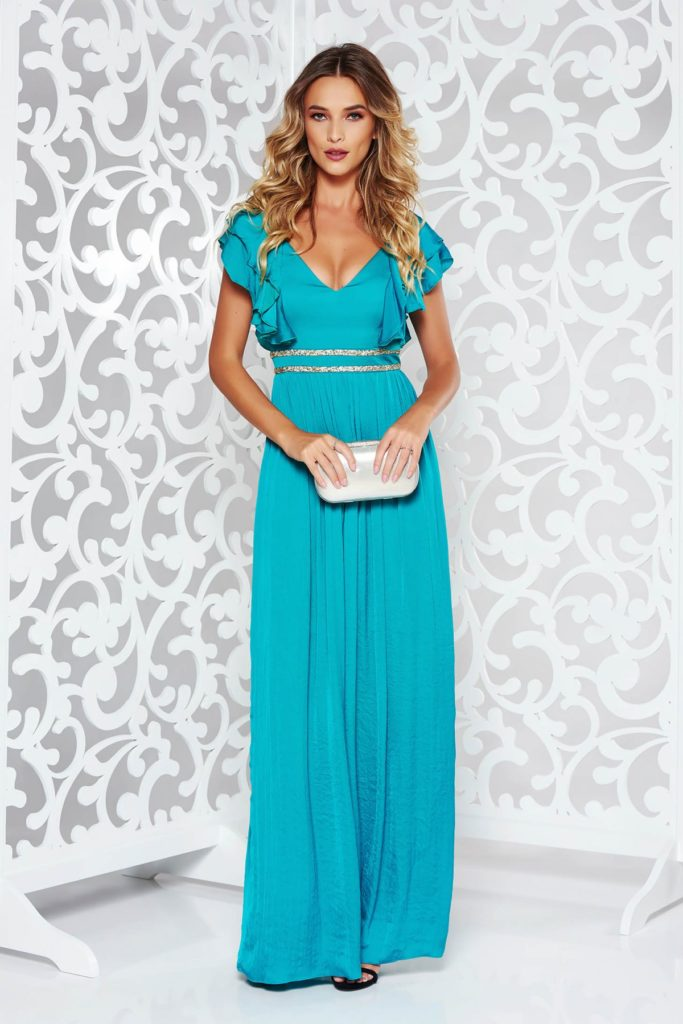 Rochie lunga de seara turcoaz din material satinat cu benzi decorative stralucitoare si decolteu in V