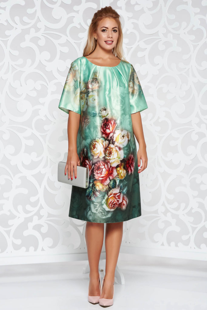 Rochie verde deschis maneca scurta din material satinat cu imprimeu floral multicolor si decupaj geometric pe spate