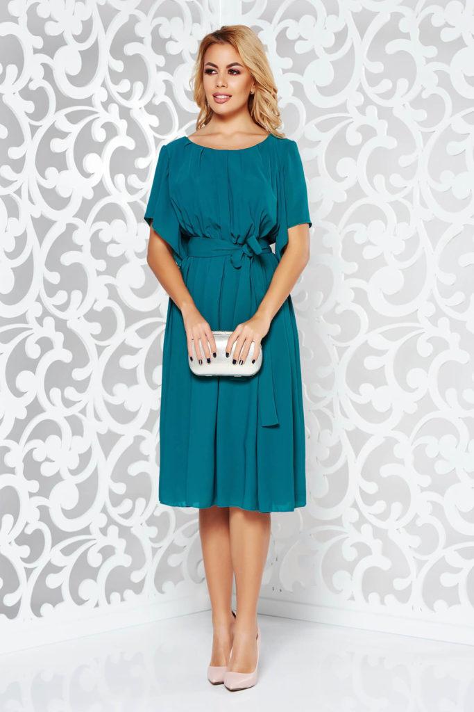 Rochie verde eleganta de ocazie din voal subtire cu decolteu rotunjit decorat cu pliuri si cordon textil ce evidentiaza talia