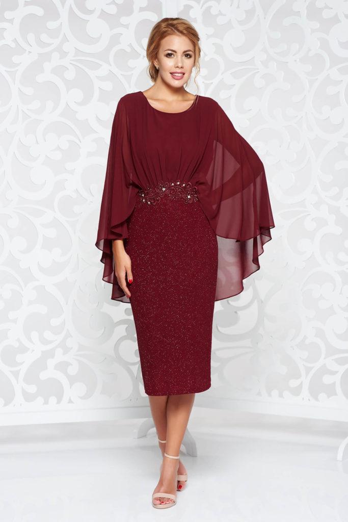 Rochie visinie de seara cu aplicatii de dantela si margele croita pentru doamne plinute cu forme