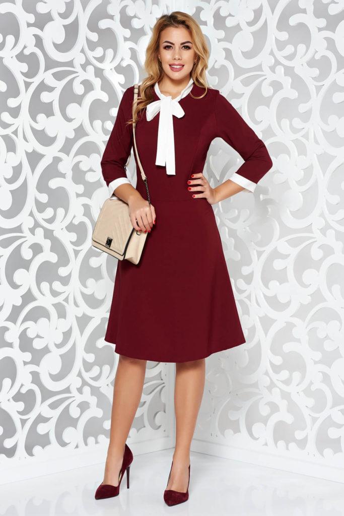 Rochie visinie cu maneci trei sferturi cu mansete albe la capete si guler elegant tip camasa prevazut cu panglica lunga