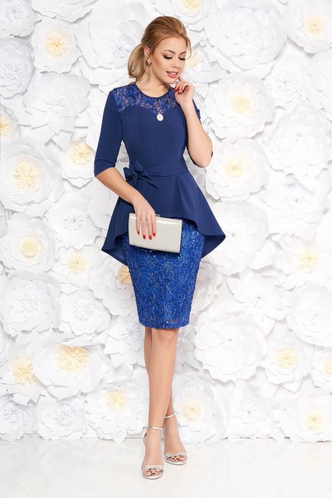 Rochie eleganta albastra cu peplum si fusta tip creion din dantela prevazuta cu maneci trei-sferturi