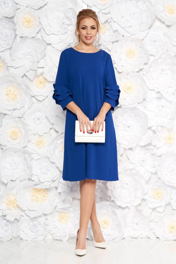 Rochie midi albastra eleganta cu croi larg si decolteu barcuta accesorizata volanase discrete la maneca
