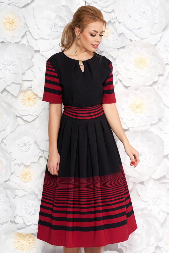 Rochie midi neagra de zi cu decolteu rotund si maneci scurte din material subtire elastic
