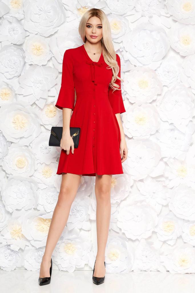 Rochie scurta de zi rosie eleganta prevazuta cu nasturi si un guler modern tip esarfa