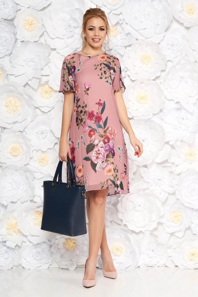 Rochie scurta roz eleganta cu croi larg realizata din voal fluid cu imprimeuri florale colorate