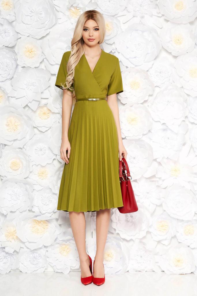 Rochie midi verde de primavara cu fusta plisata si accesorizata cu curea subtire in talie