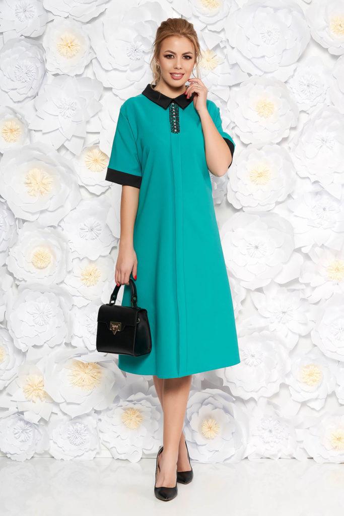 Rochie eleganta verde cu croiala larga prevazuta cu buzunare si pietre strass pentru femei plinute