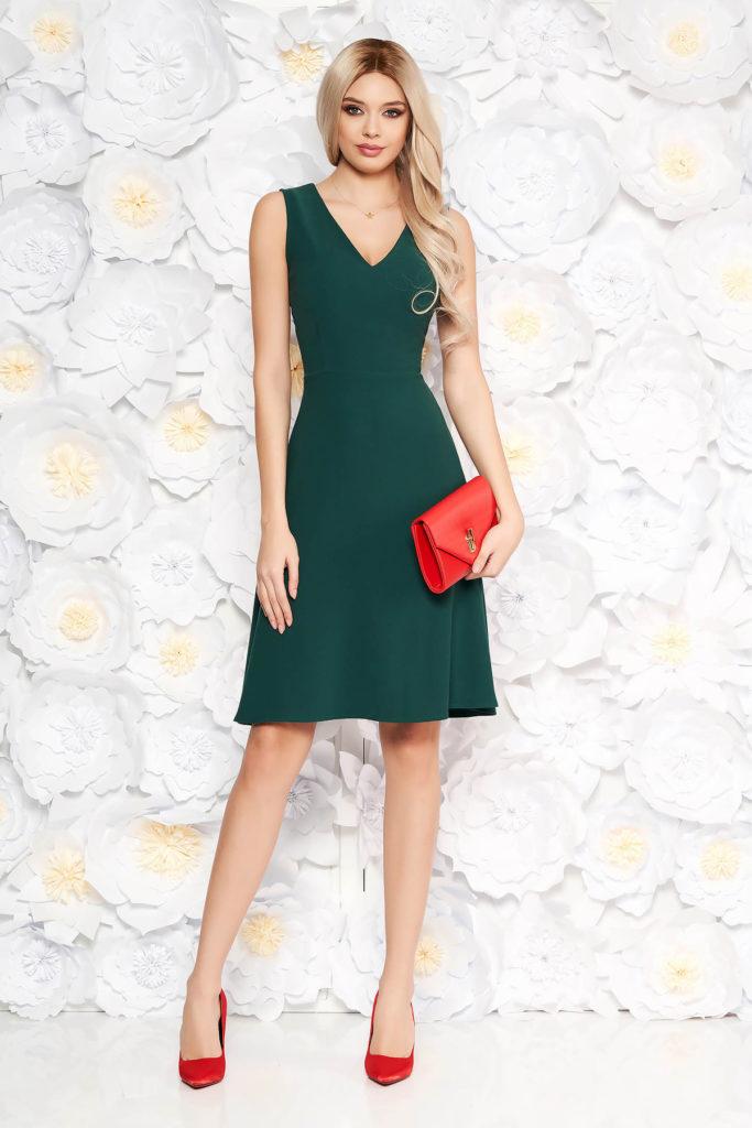 Rochie scurta verde eleganta in clos fara maneci prevazuta cu o fusta evazata cu buzunare
